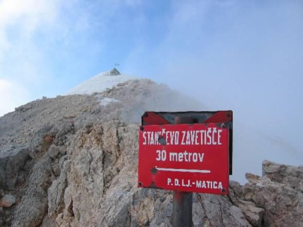 Zavetišče pod vrhov