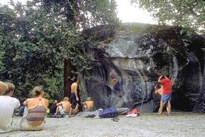 Camp 4: legendarni kamp in sredi njega znamenita skalca.