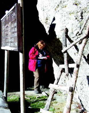 Alenka Leskovic, zadolžena za vpis v knjigo. Foto: Urška Šprogar