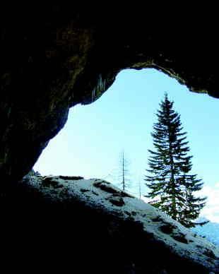 Pogled iz Potočke zijalke na Kamniške Alpe. Foto: Urška Šprogar